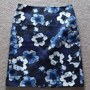 Lord & Taylor Women Blue Floral Print Skirt Size6P